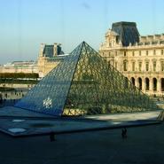Paříž pyramida